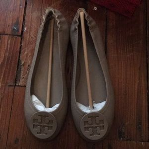New with tags French gray Minnie travel flats
